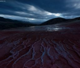Veins of twilight / Badab-e Surt